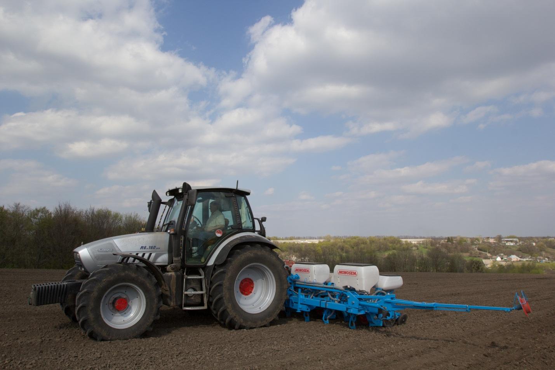 Трактор та сівалка ліпші друзі під час посівної :) або стаття від Агропартс про сівалки та трактори ч1