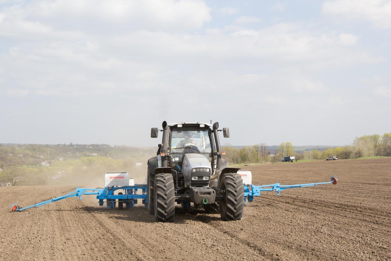 Трактори та сівалки «солодка парочка» під час посіву :) інформаційне повідомлення від Агропартс про «planters» та «tractors» ч2