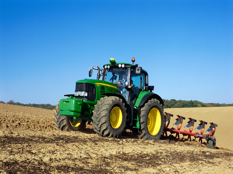 Агропартс:  купити трактор Джон Дир 7830 чи Ламборігі R7 досвід фермерів Росії